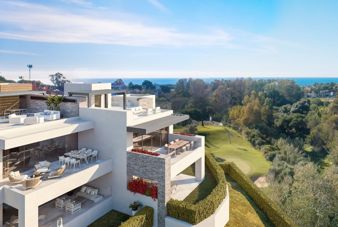 Artola Homes has an idyllic location, on the front line of the Cabopino Golf Course in Marbella